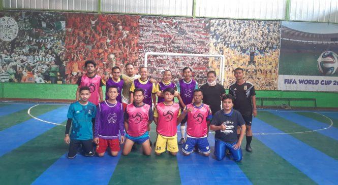 Wakil Ketua DPRD H. Edi Sparing Futsal dengan Rujuk
