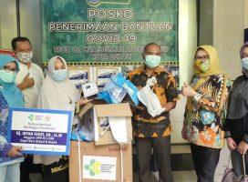 Intan Fauzi Serahkan Bantuan Alat Kesehatan Bagi Rumah Sakit