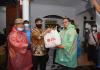 Presiden PKS Berikan Bantuan Korban Banjir di Bekasi