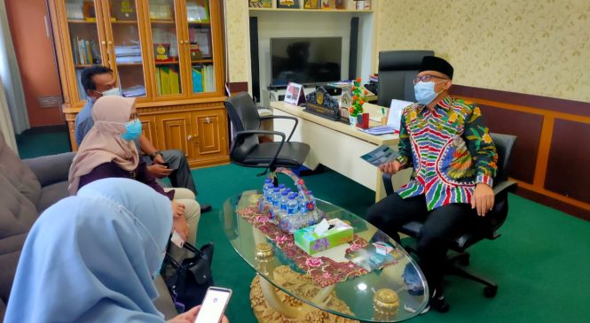 Kunjungi Ketua DPRD, PLN UP3 Bekasi Perkenalkan Aplikasi PLN Mobile